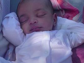 Kim Kardashian shares first close-up photo of her new born baby