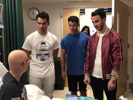 Jonas Brothers surprise patient in hospital