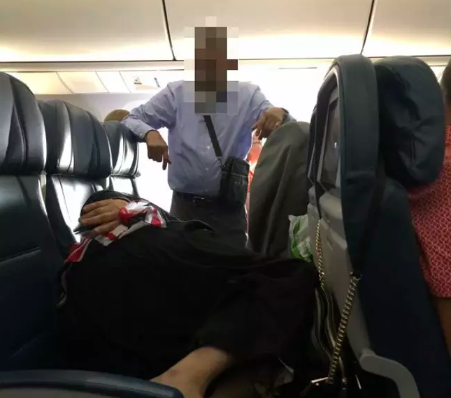 Man Stands For Six Hours On Flight