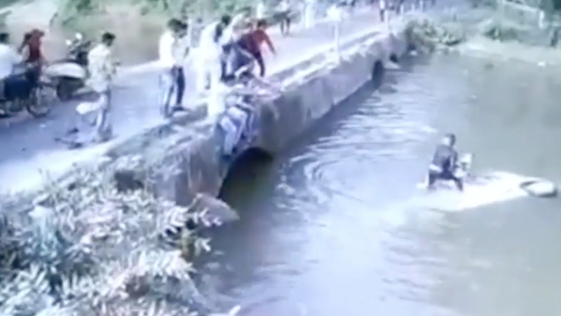 dad throws baby from sinking car