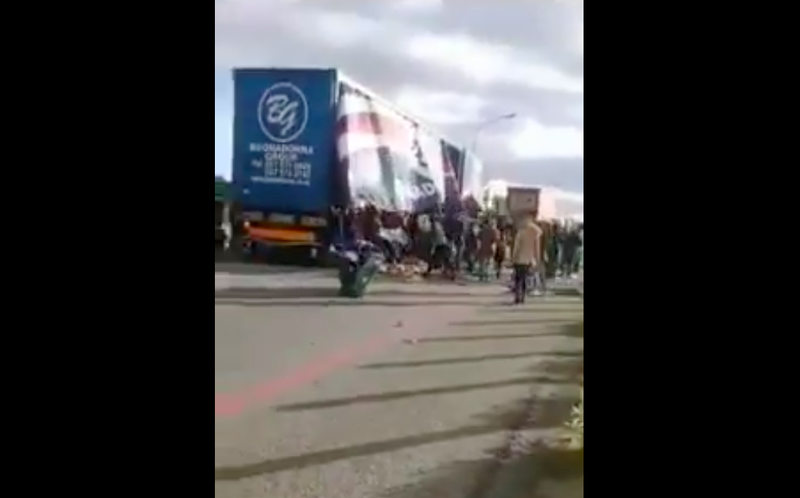 Video footage showed trucks being looted on the N1