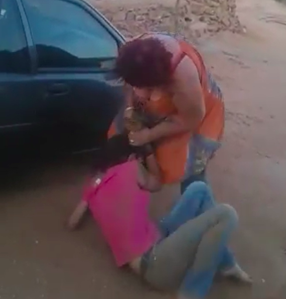 """""""Hugo, Bel Die Polisie"""" number two? South African women fighting over a man hits the internet"""