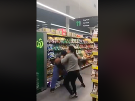 Women fight over toiletpaper