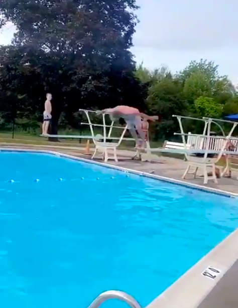 Gay Player diving