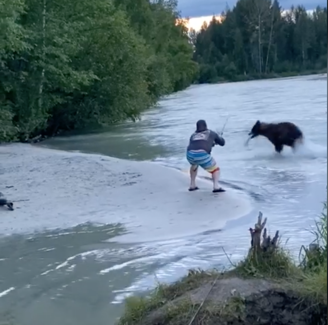 Man fights with bear over fish