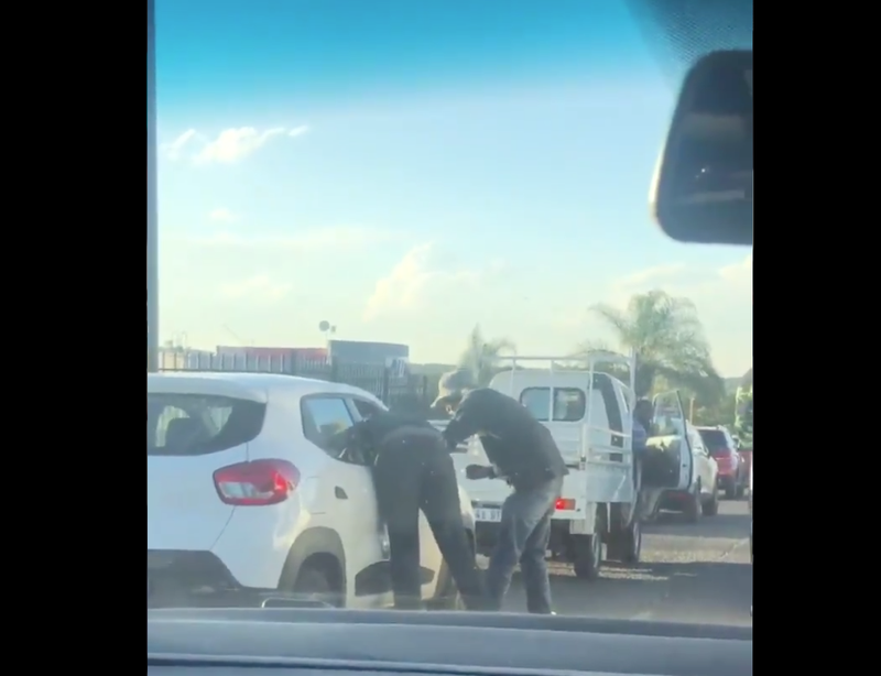 JHB motorist robbed and beaten in broad daylight in rush hour traffic