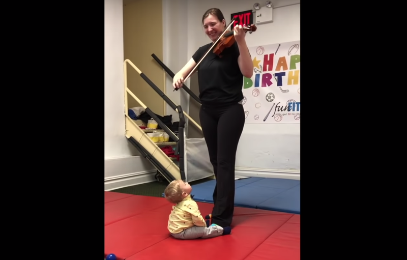 Baby hears violin for first time / YouTube