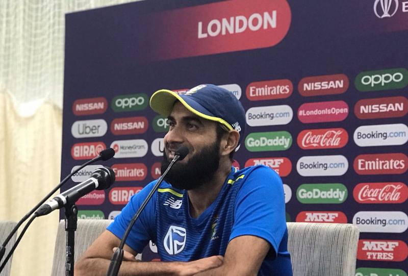 Imran Tahir speaks to the press / Myron Naicker