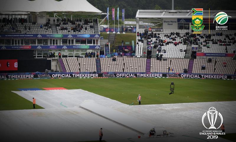 Rain at Cricket World Cup on Monday / Twitter