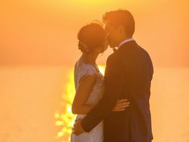 Man and Woman Kissing Under Sunset / Pexels