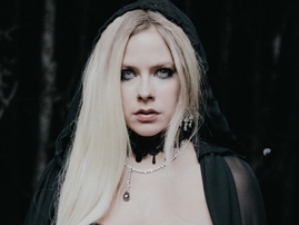 Avril Lavigne in new music video / YouTube