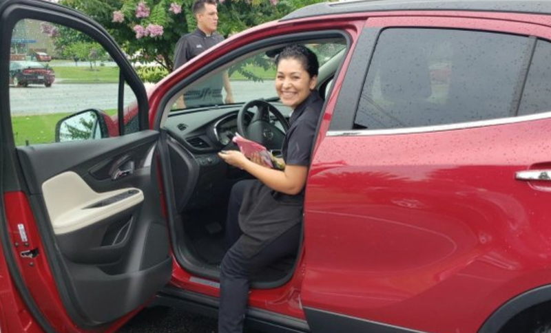 Waitress receives R360,000 car as tip / Twitter