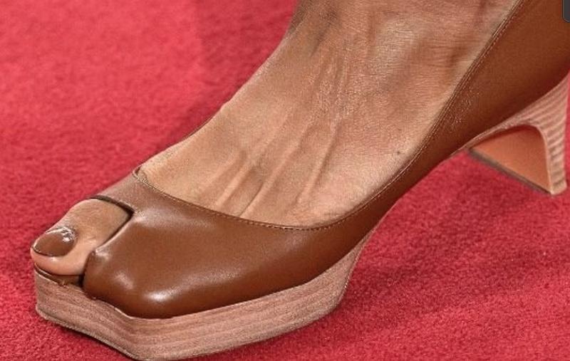 Big Toe Shoe trend / Instagram