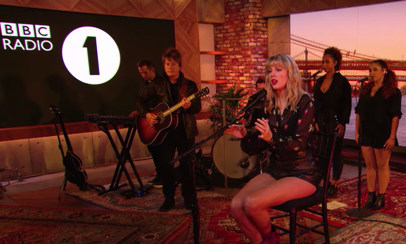 Taylor Swift mesmerises with Phil Collins' 'Can't Stop