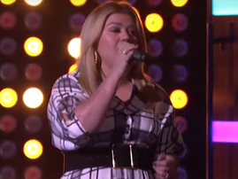Kelly Clarkson belts out The Weeknd's 'Can't Feel My Face' on 'The Kelly Clarkson Show' / YouTube
