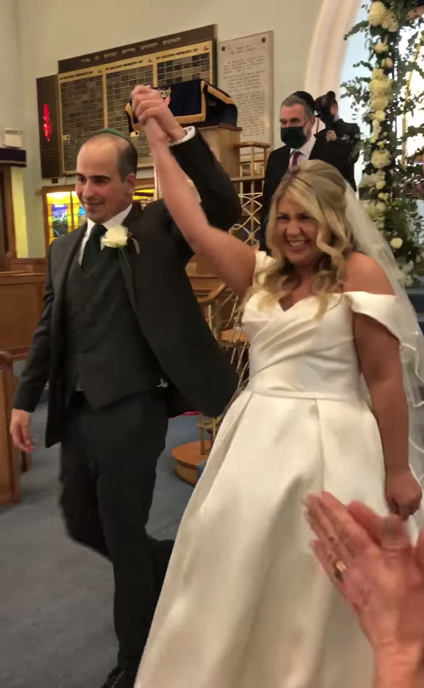 Couple gets married in 2 hours