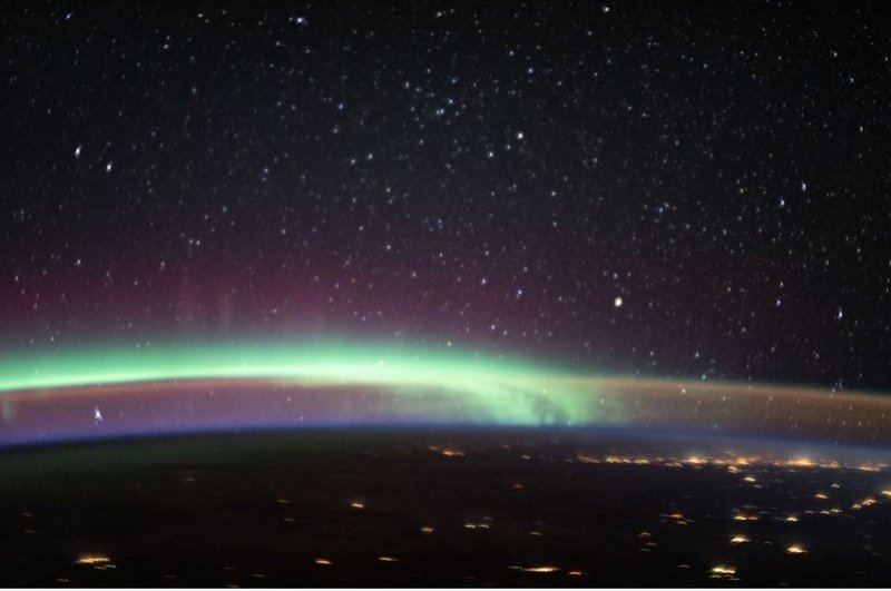Nasa aurora meets airglow