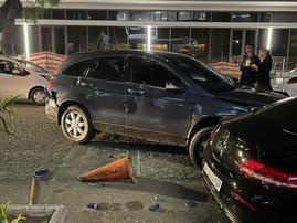 Man rams car into News Cafe