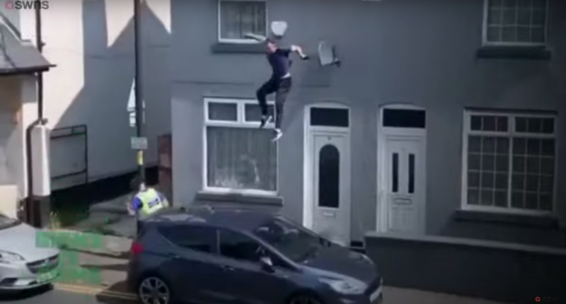 Man jumps off roof to escape police