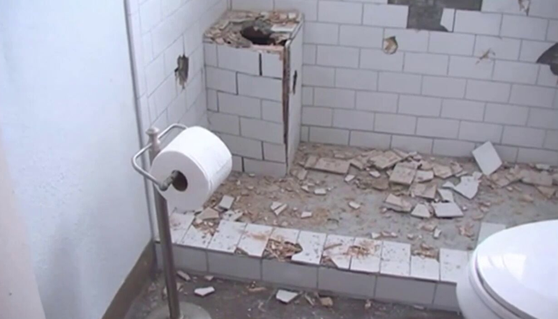 Contractor destroys his own work after homeowner doesn't pay.