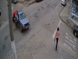 WATCH: Bike collides with bakkie but continues to drive off with a man