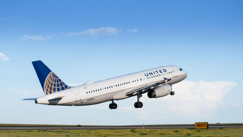Man Dragged Off Overbooked United Airlines Plane