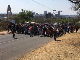 Students call on Unisa to suspend academic activities
