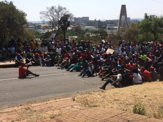 Marching students met by security at UNISA 3