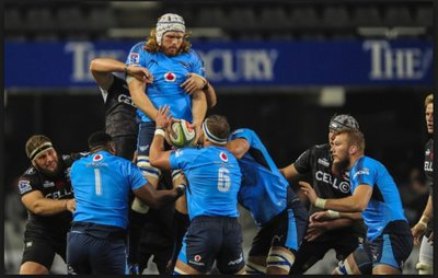 Chiefs charge down bulls 39 early lead in super rugby for Divan rossouw