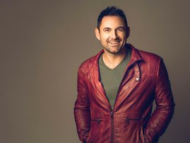 Dewald Wasserfall joins Martin Bester on air to talk about his new song