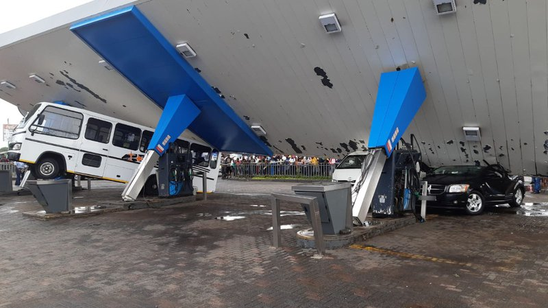Roof of Vereeniging petrol station caves in amid storm