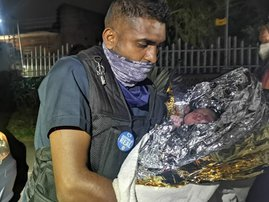 Durban Security Officer helps woman give birth