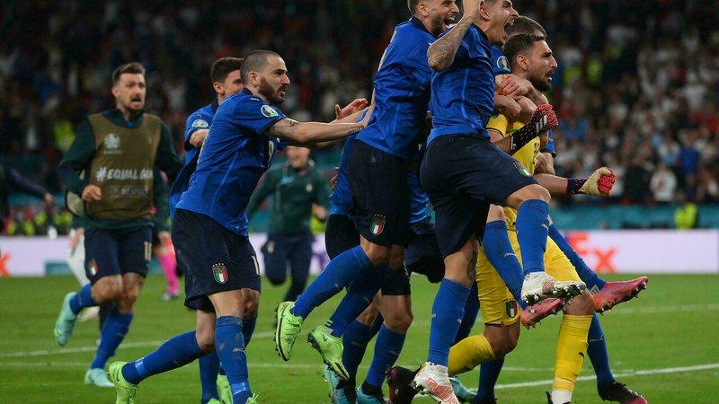 Italy celebrate winning the Euro 2020 final