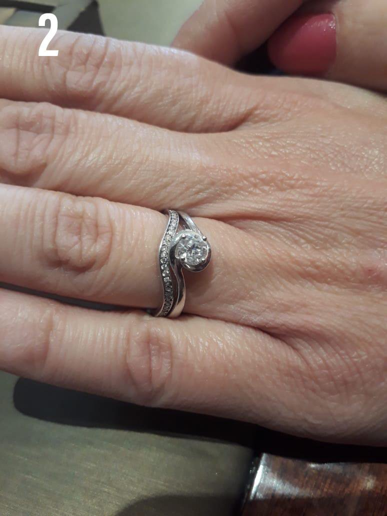 'Rustelose Hare' couple is engaged!