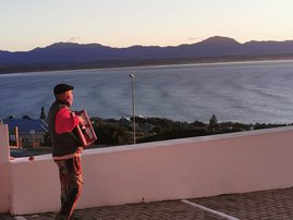 WATCH: A husband plays the accordion for his wife with COVID-19