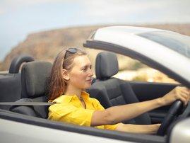 woman driving / pexels