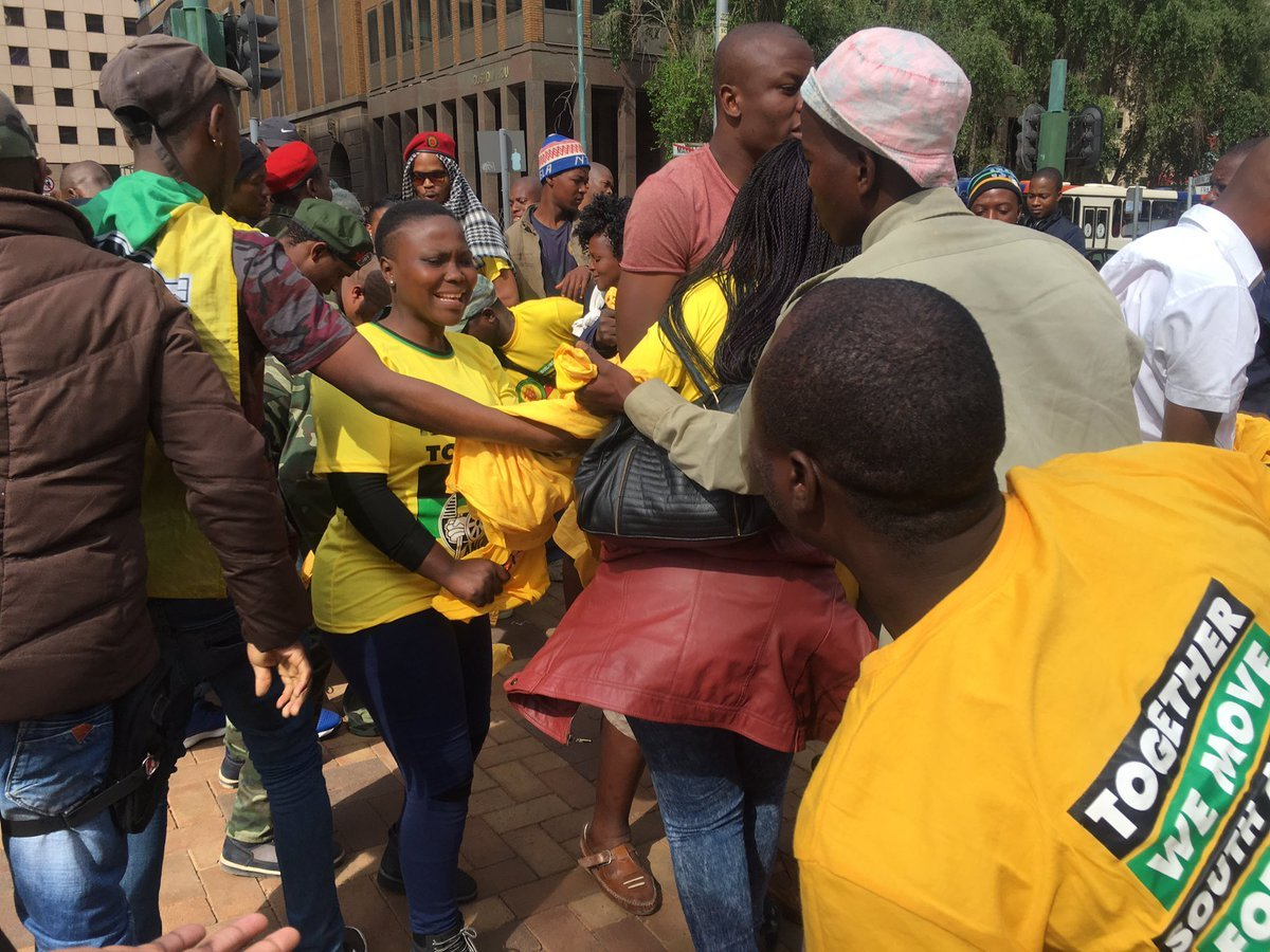 ANC supporters at Luthuli House 5_jacanews