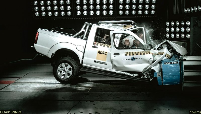 car crash test picture