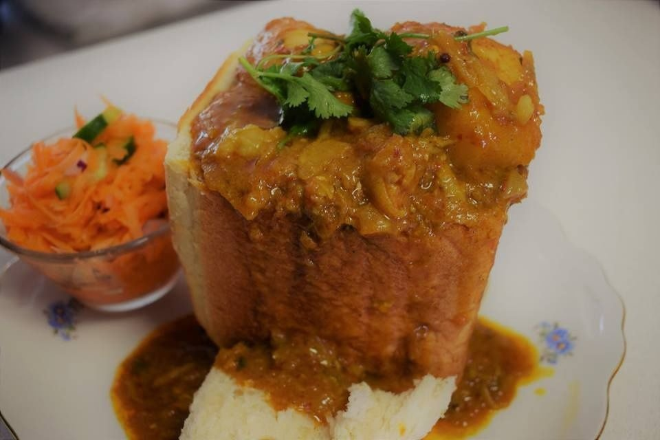 Chicken curry bunny chow - single use only