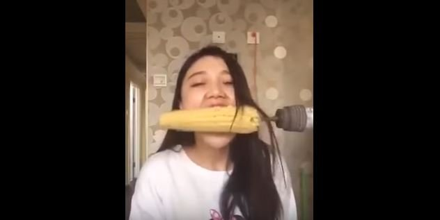 how to take corn off a cob