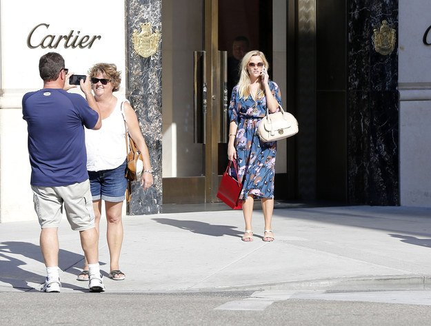 woman sees reese witherspoon and tries to act colol
