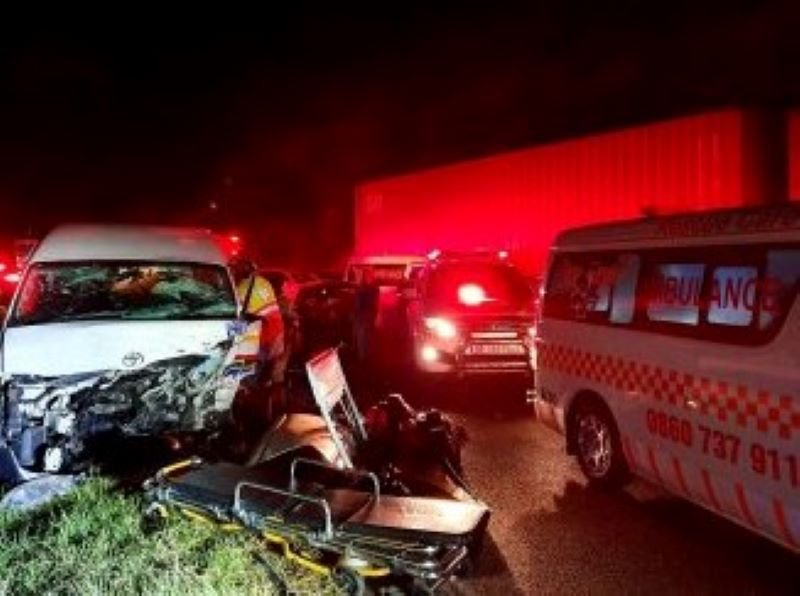 17 injured in M13 taxi crash near Fields Hill