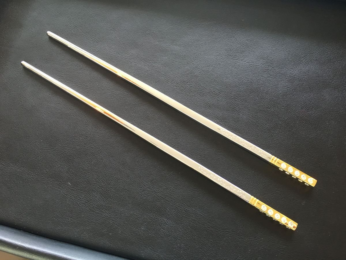 gold diamond chopsticks worth R226 000  - pic 1