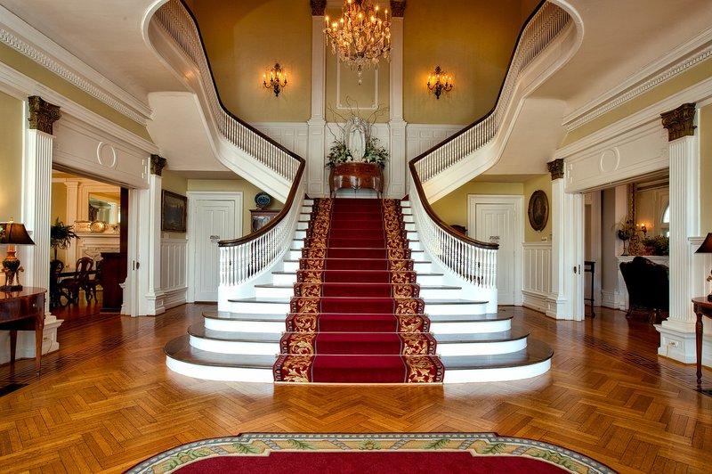 rich mansion breakfast
