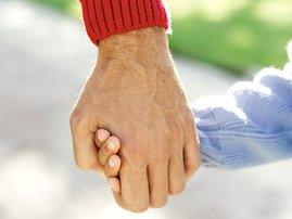 holding_hands_child_uebm660.jpg