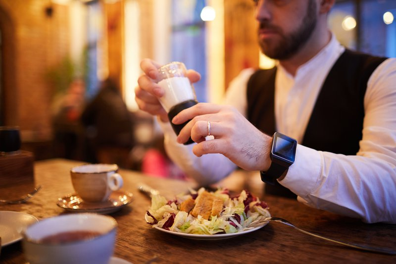 Eating supper early can help reduce blood sugar levels and even reduce fat