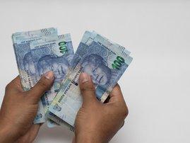Counting money  / iStock