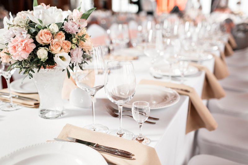 Wedding couple offer better food to guests with better gifts