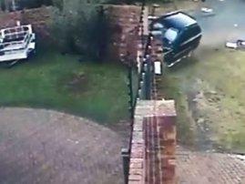 image crash into houses wall