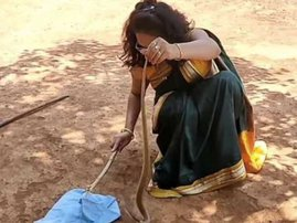 Woman rescues snake